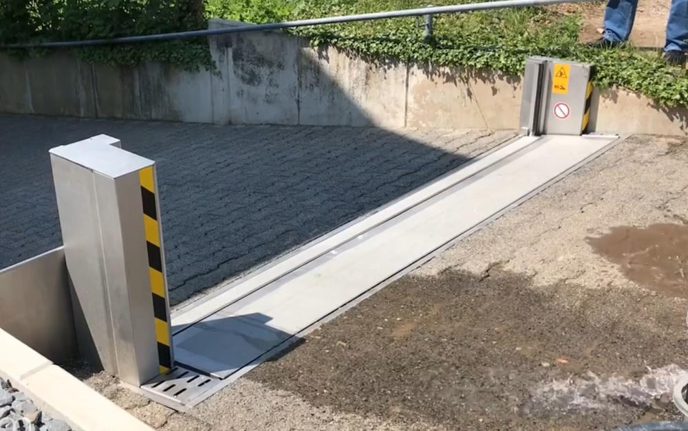 Automatic Doorway Flood Barrier 12' x 12""